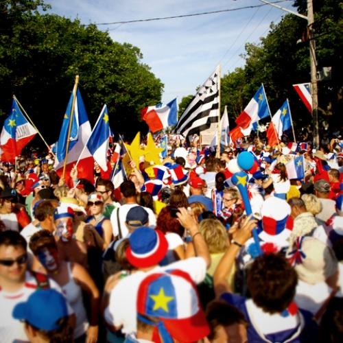 Le tintamarre du Festival acadien de Caraquet (Wikipedia)